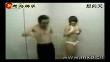 Asansörde Striptiz!