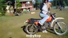 Acemi Kadın Motorcu :))