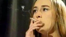 Sigara İçen Güzel Kızlar
