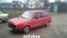 Sizce Bu Arabadan Kaç Kişi İner?