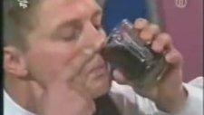 Burnuyla Cola İçiyor
