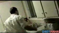 elektirikli lavabo ve musluk şakası