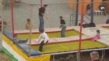 Rize Ardeşn Zıplayan Çocuklar