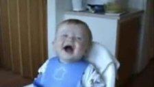 hiç durmadan gülen bebek çok komik