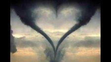 Ardında Yaralı Bir Kalp Bıraktın
