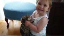 küçük kız ve kedi aşkı