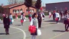Nihat Erim İlköğretim Okulu 23 Nisan Dans_1