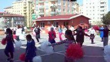 Nihat Erim İlköğretim Okulu 23 Nisan Dans_2