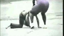 azman kadın kocasını dövüyor!