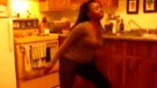 dans ederken kafasını fena çarptı