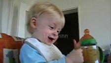 çok komik gülen bebek!