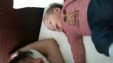 Mert Bebek Babasina Gulucuk Atar