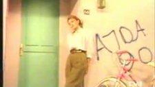 Ajda Pekkan - Her Yaşın Bir Güzelliği Var -1990