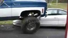 aldatılmanın acısını arabadan çıkardı!