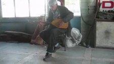 amatör müzik saz çalan insanlar