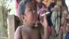 endonezya'da iki yaşındaki bebek sigara tiryakisi!