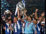 Şampiyonlar Ligi'nin Mükemmel Müziği Ve Kupayi Kaz