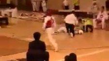 türk kızı yunan kızını tek vuruşta yere serdi