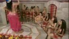 kadınlar hamamında dansöz ve erkek tellak!