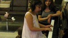 Selina Annesi İcin Piyano Caliyor Yann Tiersen