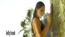 Kelly'den Bikini Şov