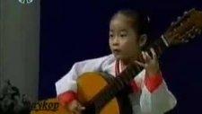 4 Yaşında Deyip Geçme! Gitarını Dinle Önce