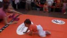 Forum Mersin'de Bebek Emekleme Yarışması