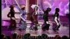 4 Kuklayı Nasıl Da İnsan Gibi Dans Ettiriyor?