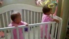 Aynı Anda Hapşıran İkizler