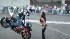motorla hatunu öpüyo