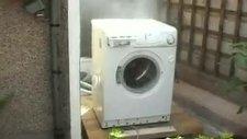 Çalışan Çamaşır Makinasına Tuğla Fırlatırsan....