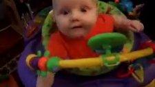 patlayan şekeri ilk defa yiyen bebek