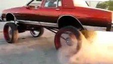 araba yakıyor yakıyor