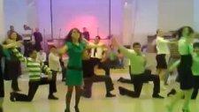 Düğün Davetlilerin Hepsi Dansçı Çıkarsa