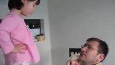Küçük Kızın Babasıyla Oje Muhabbeti D