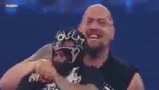 big show cm punk'un maskesini çıkartıyor smackdown