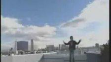 Adam Uçuyor