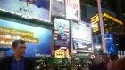 New York'a Laz Çıkarması Times Meydanında Horon.