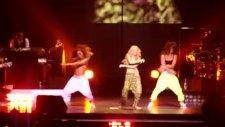 Shakira Loca Şarkısı Konseri