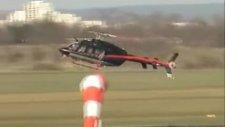 helikopter uçağa çarpmaktan son anda kurtuluyor