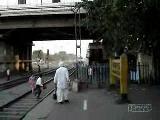 hindistanda  tren  geçisi