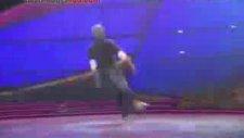 İşte Dans Budur Dedirten Genç Dansçı