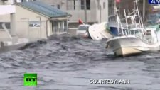 new dramatic video tsunami wave spills over s...