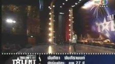 Tayland Süper Yetenek'de Herkes Şokta-Sese Bak