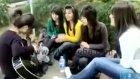 bu kızlar süper mükemmel sesleri var