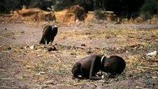 Sudanda Bir Çoçuğun Ölmesini Bekleyen Akbaba