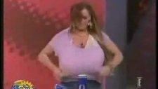Bu Kızın Göğüsleri Press Makinası Gibi