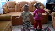 Oyun Oynayan Çocuklar Çocuk Ve Dans