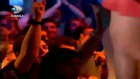 Hadise - Süpermen Beyaz Show 29.04.