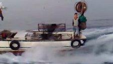 Deniz Uçağı Balıkçı Teknesi Mert Akkan